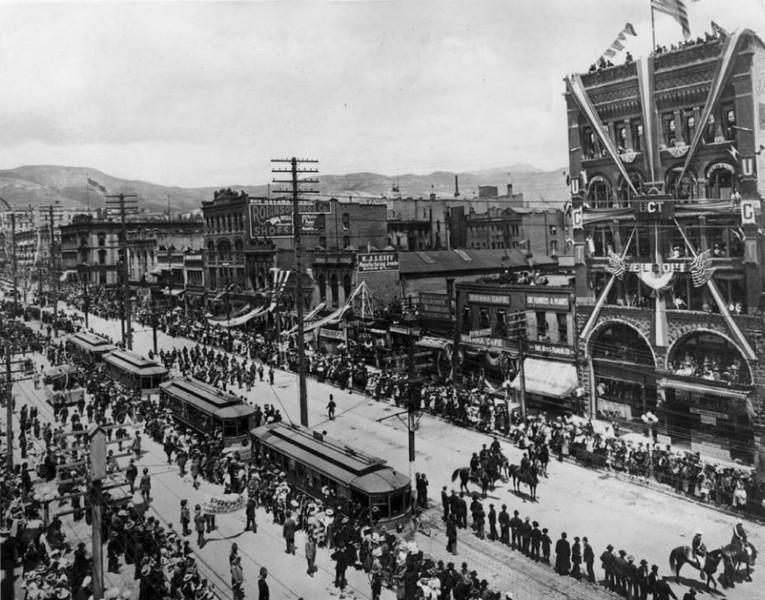 salt-lake-city-street-cars_main-street-parade_tribune-files