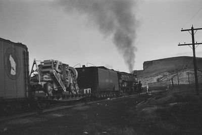 UP_4-8-8-4_4003-with-train_Green-River_Aug-1946_002_Emil-Albrecht-photo-205-rescan