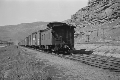 UP_4-8-8-4_4000-with-train_near-Echo_Aug-1946_003_Emil-Albrecht-photo-205-rescan