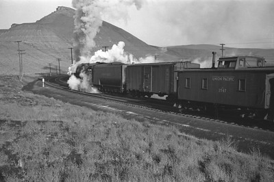 UP_4-6-6-4_3991-with-train_Green-River_Aug-1946_007_Emil-Albrecht-photo-205-rescan