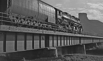 UP_4-6-6-4_3991-with-train_Green-River_Aug-1946_004_Emil-Albrecht-photo-205-rescan