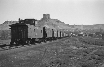 UP_4-8-8-4_4005-with-train_Green-River_Aug-29-1946_003_Emil-Albrecht-photo-0207-rescan