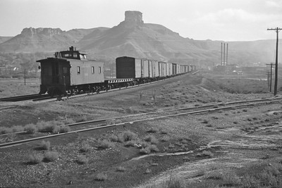 UP_4-8-8-4_4013-with-train_Green-River_Aug-29-1946_005_Emil-Albrecht-photo-0207-rescan