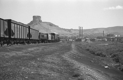 UP_4-8-8-4_4005-with-train_Green-River_Aug-29-1946_002_Emil-Albrecht-photo-0207-rescan