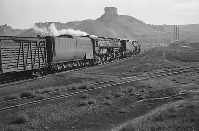 UP_4-8-8-4_4013-with-train_Green-River_Aug-29-1946_004_Emil-Albrecht-photo-0207-rescan