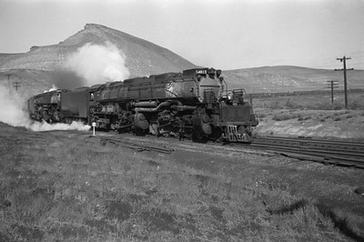 UP_4-8-8-4_4013-with-train_Green-River_Aug-29-1946_003_Emil-Albrecht-photo-0207-rescan