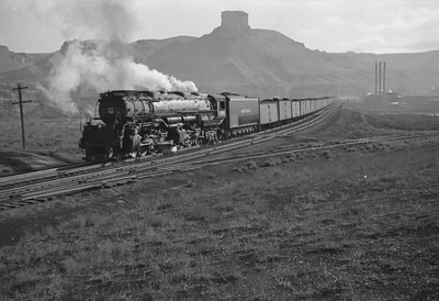 UP_4-6-6-4_3986-with-train_Green-River_Aug-29-1946_003_Emil-Albrecht-photo-0207-rescan