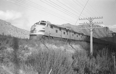 UP_E7_904A-with-Streamliner_Weber-Canyon_Aug-1946_Emil-Albrecht-photo-0215-rescan2