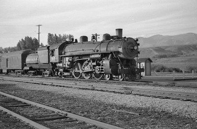 UP-trains-passing-McCammon-Idaho_June-1946_007_Emil-Albrecht-photo-0211-rescan