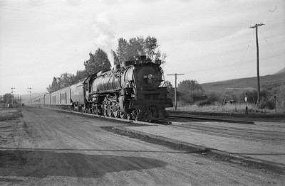 UP-trains-passing-McCammon-Idaho_June-1946_003_Emil-Albrecht-photo-0211-rescan