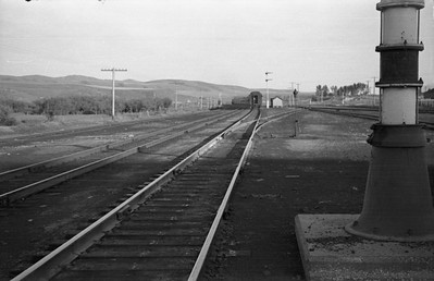 UP-trains-passing-McCammon-Idaho_June-1946_006_Emil-Albrecht-photo-0211-rescan