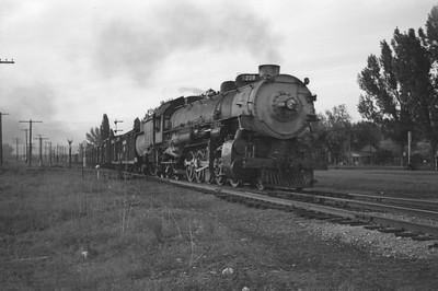 UP_2-10-2_5035-with-train_McCammon_June-1946_001_Emil-Albrecht-photo-0203-rescan