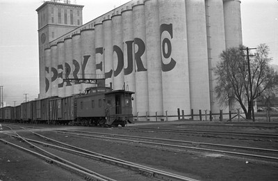 UP_4-8-8-4_4007-with-train_Ogden_1946_003_Emil-Albrecht-photo-0219