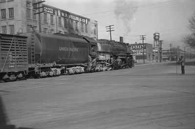 UP_4-6-6-4_3804-with-train_Salt-Lake-City_1946_002_Emil-Albrecht-photo-0216-rescan