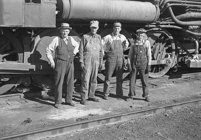 OUR&D-engine-crew_Ogden_Sep-21-1946_Emil-Albrecht-photo-204-rescan