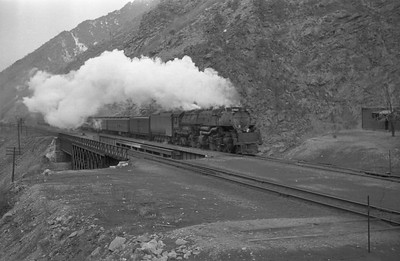 UP_4-6-6-4_3947-with-train_Gateway_1946_001_Emil-Albrecht-photo-0217-rescan