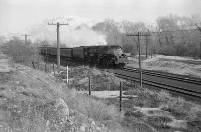 UP_4-6-6-4-3984-with-troop-train_Weber-Canyon_1946_001_Emil-Albrecht-photo-0217-rescan