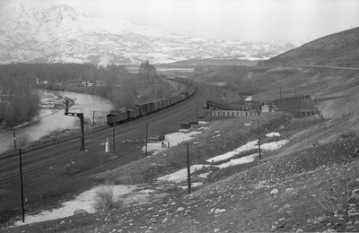 UP_4-8-8-4_4016-with-train_Peterson_1946_004_Emil-Albrecht-photo-0217-rescan