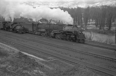 UP_4-8-8-4_4016-with-train_Peterson_1946_001_Emil-Albrecht-photo-0217-rescan