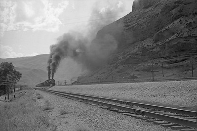 UP_4-6-6-4_3995-with-train_Echo_Aug-30-1947_003_Emil-Albrecht-photo-0223