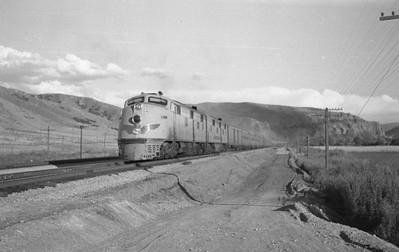 UP_Streamliner_Echo_Aug-29-1947_Emil-Albrecht-photo-0222