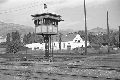 UP-crossing-tower_Salt-Lake-City_Oct-5-1947_002_Emil-Albrecht-photo-230-rescan