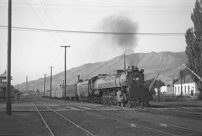 UP-800-series-with-train_Salt-Lake-City_Sep-5-1947_Emil-Albrecht-photo-0226-rescan