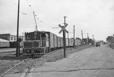 SLG&W-401-with-train_Salt-Lake-City_Sep-5-1947_Emil-Albrecht-photo-227-rescan
