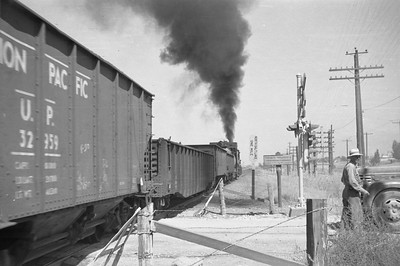 UP_2-10-2-with-train_Becks-near-Salt-Lake-City_Sep-1-1948_004_Emil-Albrecht-photo-0244-rescan