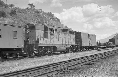 UP-train_Gateway-Utah_Aug-26-1953_003_UP-716-helper_Emil-Albrecht-photo-0312