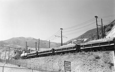 Kennecott_747-with-train_Bingham_Aug-29-1962_002_Emil-Albrecht-photo-5x7