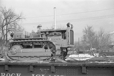 Caterpillar-flat-car-load_Logan_no-date_003_Emil-Albrecht-photo-0407