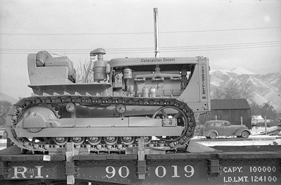 Caterpillar-flat-car-load_Logan_no-date_002_Emil-Albrecht-photo-0407