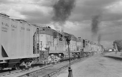 UP_GP9s-with-train_Evanston_003_Emil-Albrecht-photo-5x7