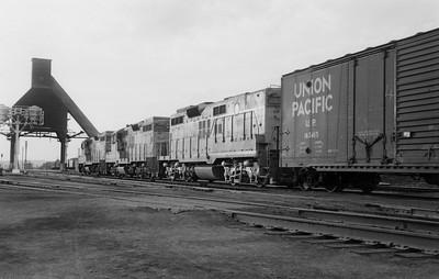 UP_GP9s-with-train_Evanston_001_Emil-Albrecht-photo-5x7