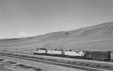 UP_GP9_143-with-train_Altamont_Jul-1958_002_Emil-Albrecht-photo-5x7
