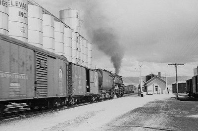 UP_2-8-8-0-with-train_Soda-Springs_Aug-26-1952_Emil-Albrecht-photo