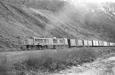 UP_GTE_53-with-train-eastbound_Gateway_April-05-1954_001_Emil-Albrecht-photo-0414