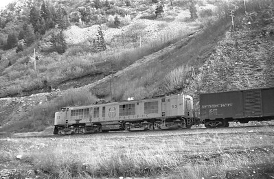 UP_GTE_53-with-train-eastbound_Gateway_April-05-1954_002_Emil-Albrecht-photo-0414
