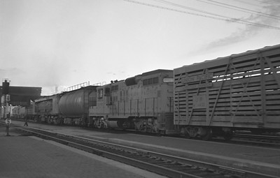 UP_GTE-with-GP9-with-train_Rawlins_Aug-27-1959_Emil-Albrecht-photo
