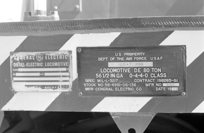 USAF 1689 builder and ownership plates.