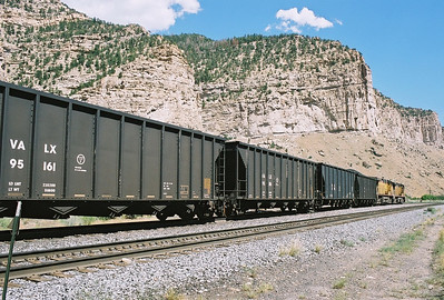 UP_westbound_Castle_Gate_UT_August_7_2004_b
