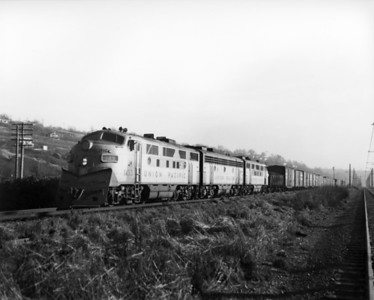 up-1433_F3_with-train_seattle_circa-1960_jim-shaw-photo