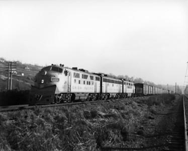 up-1433_F3_with-train_seattle_circa-1960_jim-shaw-photo