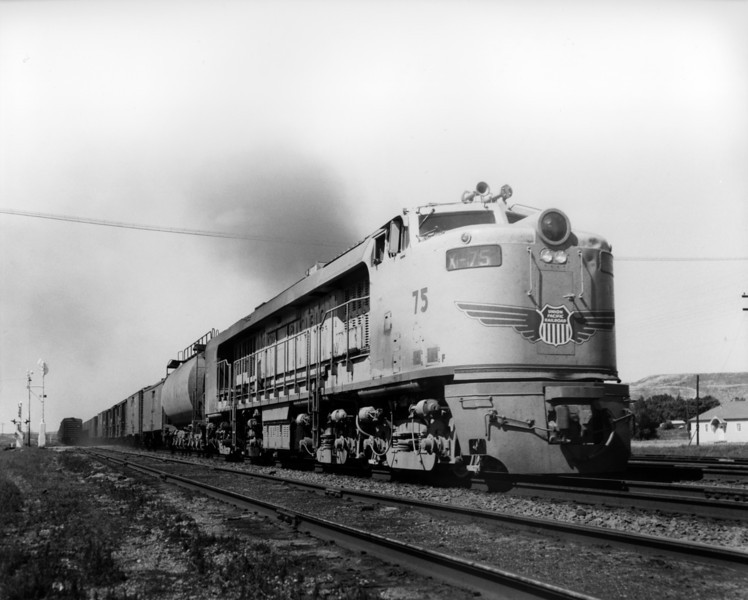 up-75_GTEL_with-train_fort-steele-wyoming_aug-1957_jim-shaw-photo