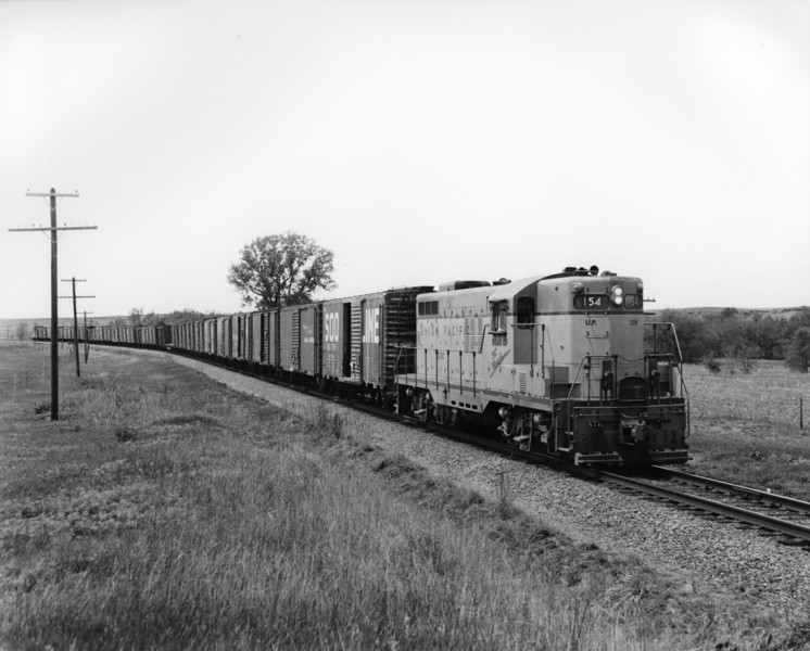 up-154_GP9_with-train_hays-kansas_aug-1957_jim-shaw-photo