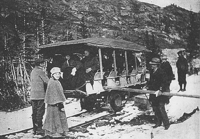 Alta-Jitney_loading-at-Wasatch