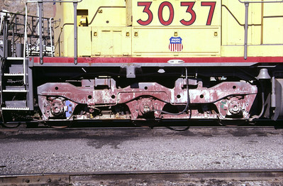EMD Flexicoil C truck, as used on UP SD40 3037. This is the low-mounted two-brake-cylinder version. Salt Lake City, August 1985. (Don Strack Photo)