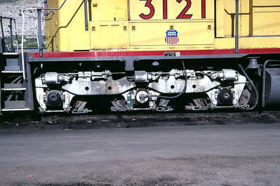 EMD Flexicoil C truck, as used on UP SD40 3121. This is the high-mounted, three-brake-cylinder version. Salt Lake City, August 1985. (Don Strack Photo)