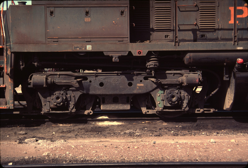 EMD Flexicoil truck, as used on WP SW1500 no. 1503. April 17, 1984. (Don Strack Photo)